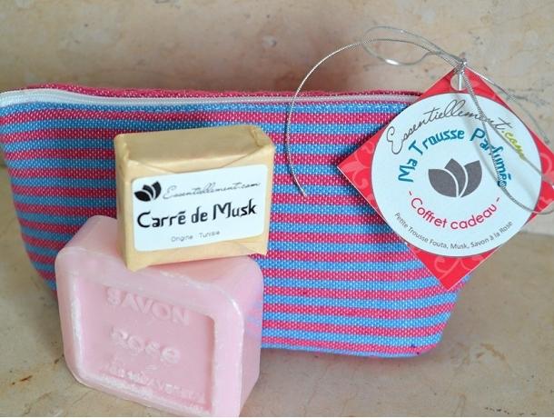 Coffret Cadeau Ma Trousse Parfumée (Savon Rose, Carré Musk) A VENIR