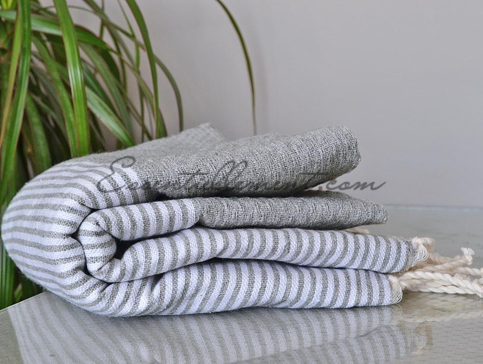 serviette fouta gris dauphin ray e blanc nid d 39 abeille fouta pas cher. Black Bedroom Furniture Sets. Home Design Ideas