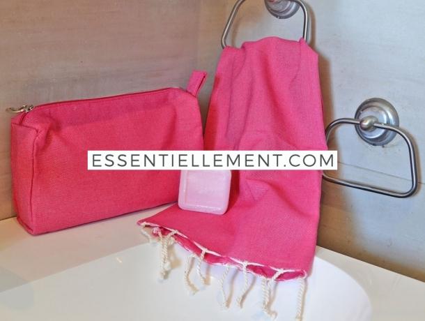Lot Fushia Petite serviette Fouta / Trousse Toilette / Savon à la Rose